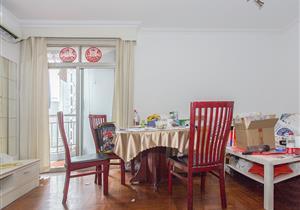 嘉宾花园 94平3房带阳台 业主诚心出售 看房有钥匙