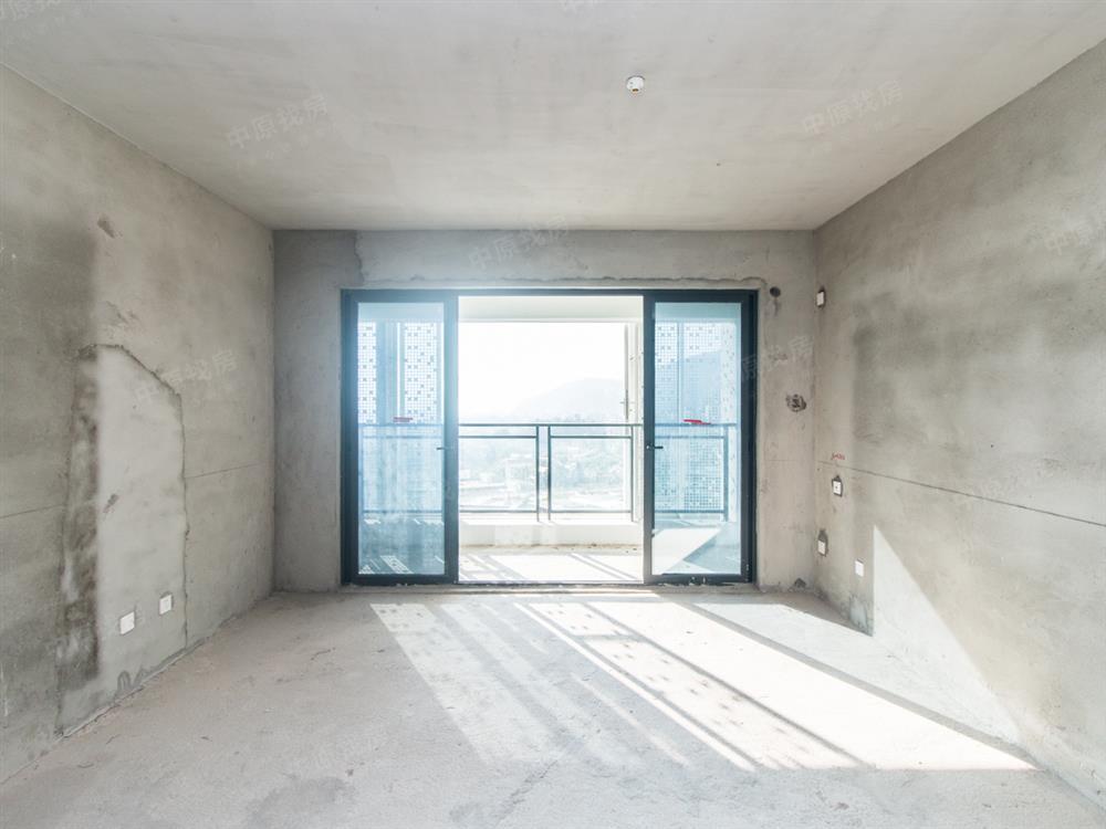 单价2.6万买南北通透大三房,带8米长大阳台