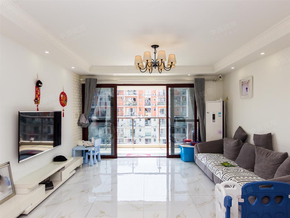 小区精装大4房 满五年红本 地铁口 汇龙天下 随时看房