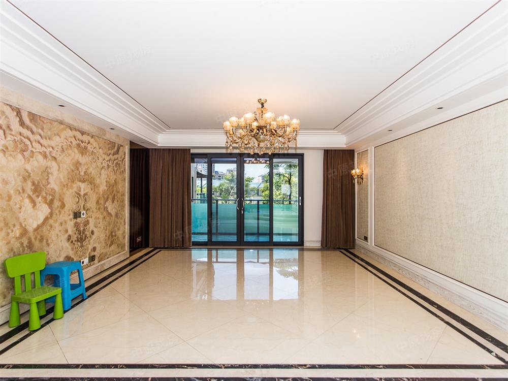 实用面积350平!墅级平层带豪华装修 采光好满五年,入户六米