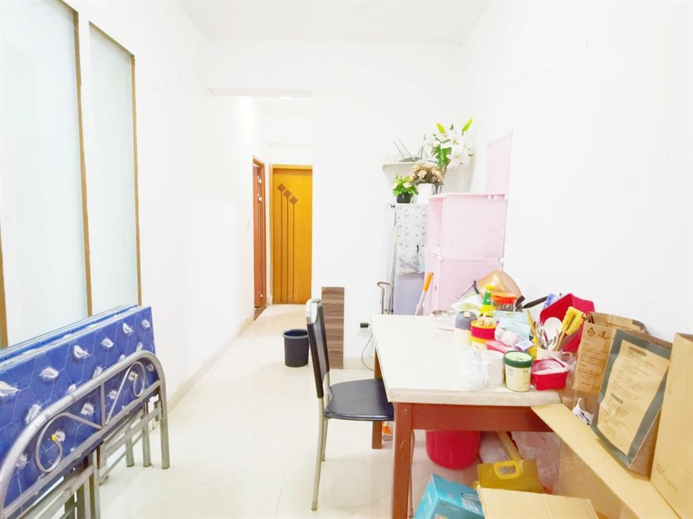 豪方现代豪园 简装大三房  诚心出售 价格可谈  看房方便
