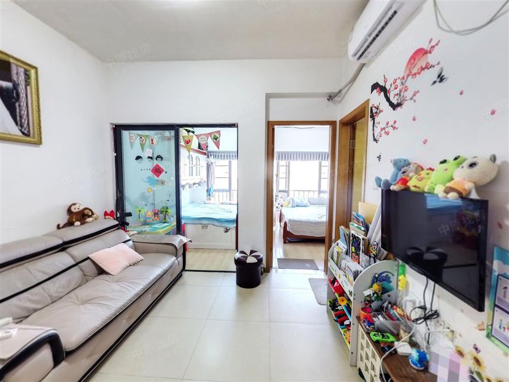 地铁口温馨大两房 装修保养好 看房方便 买到赚到