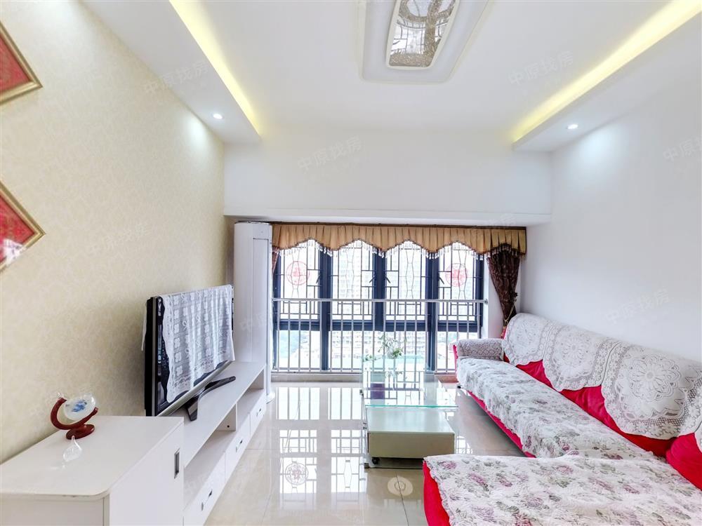 名*门华府 安静三房 实用80平米 看房便利 满五年红本
