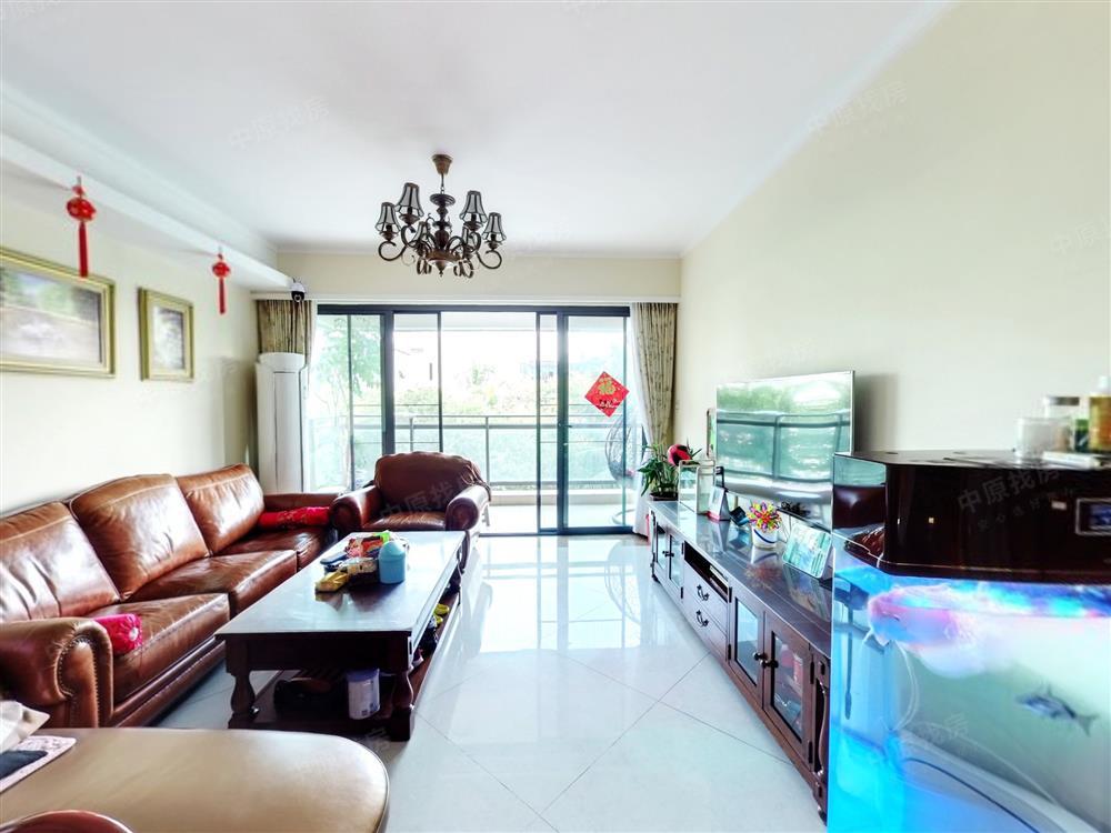 鸿威海怡湾东南朝向五房 双龙抱珠户型 业主诚心卖 看房都方便