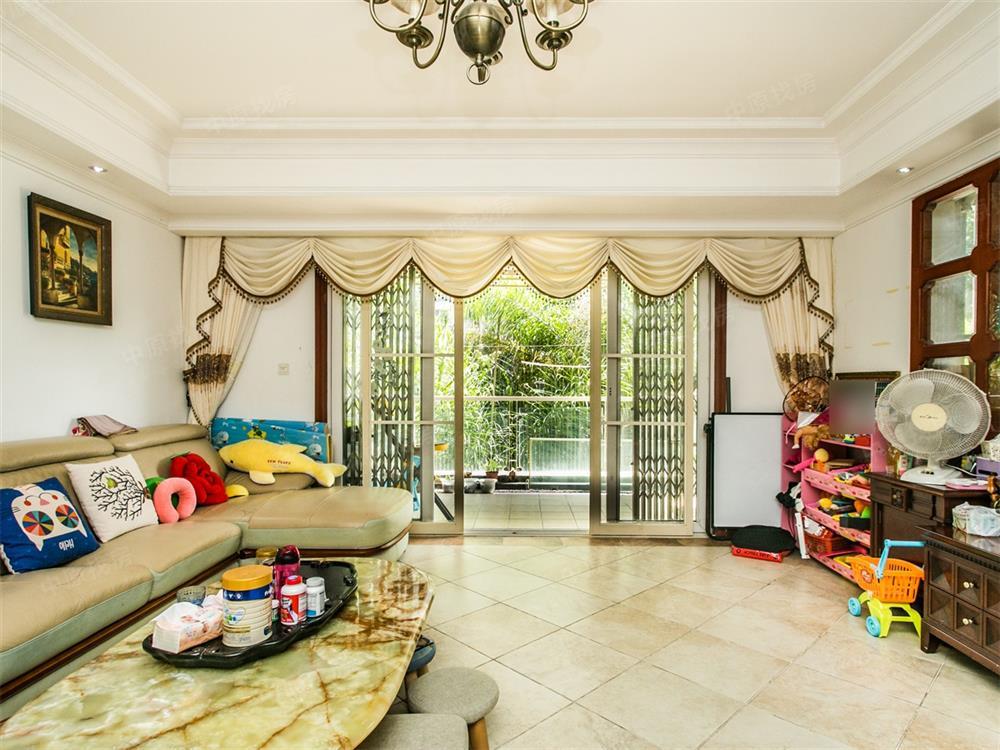 龙城国际罕有一本证大户型低价出售 满五年 看房方便