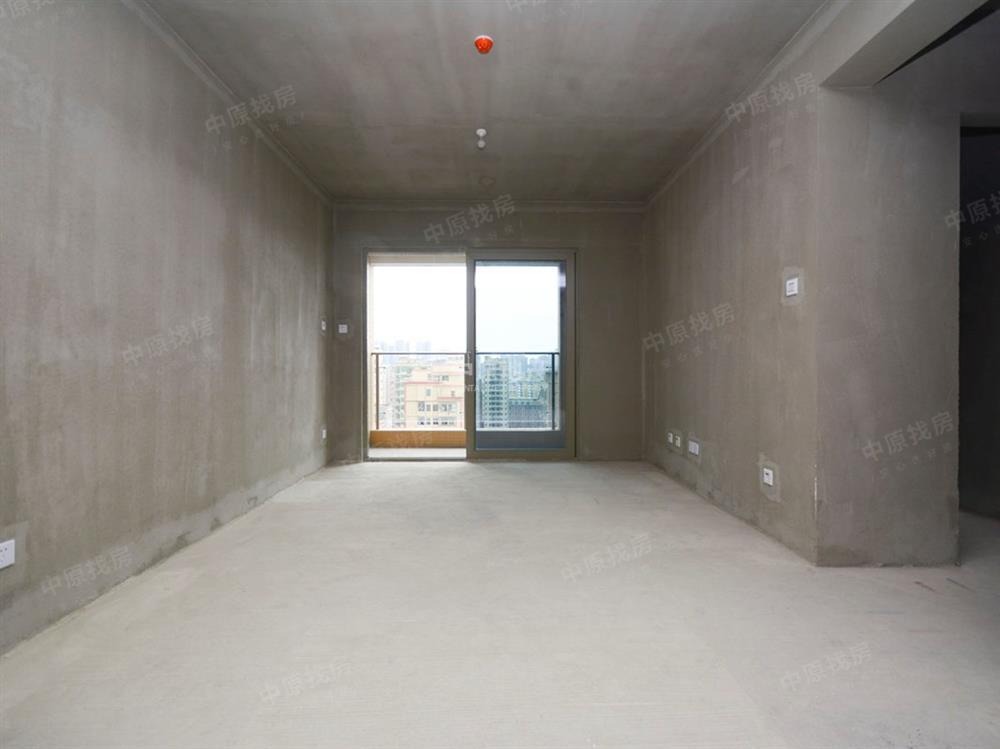 坪洲地铁口 宏发前城次新小区 标准三房两厅 满二费用少