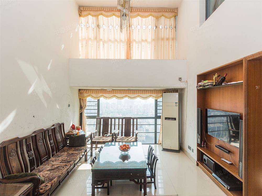 槟城西岸 复式房 双阳台 户型非常的好 每个房间都非常大