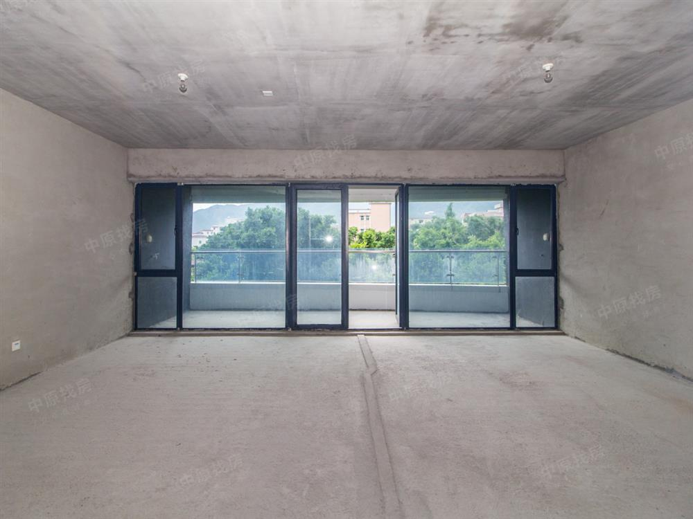 PURE 33(璞岸) 毛坯一房可改两房 格局方正 宽阔阳台