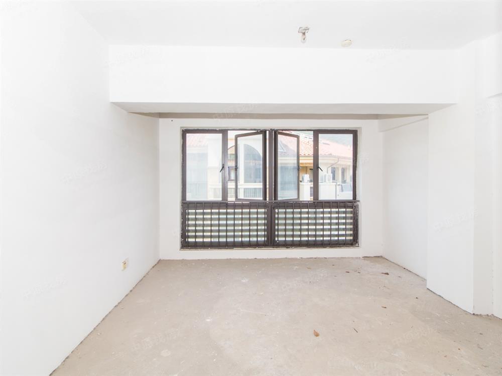 大梅沙奥特莱斯全新毛坯复式,八十步海寓,红本满5年