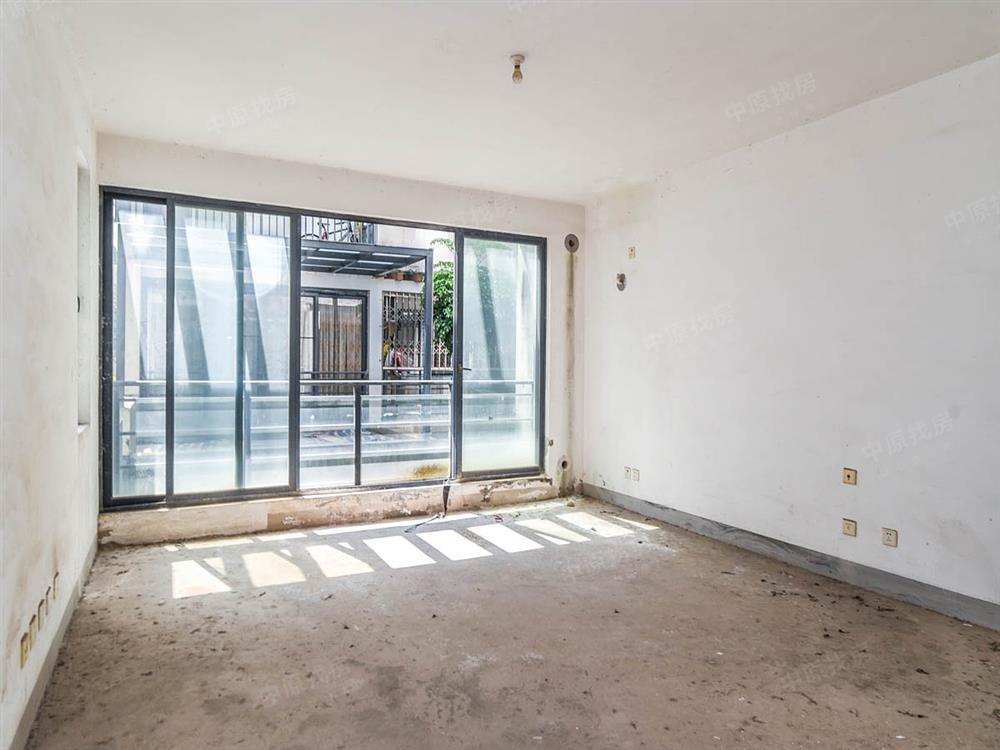 (新上笋盘)联排别墅,上下可做5层,带露台,双车位,地铁口